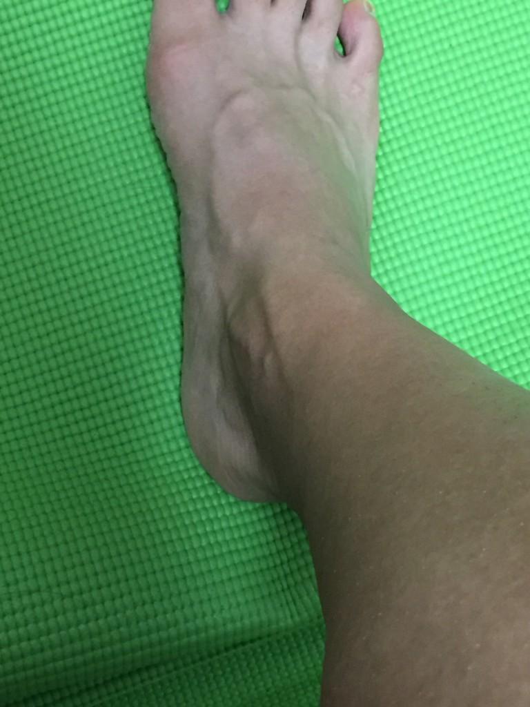 偏平足気味の足